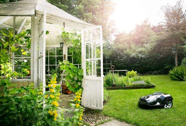 Husqvarna 450X Automower Garden