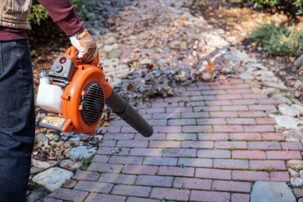Husqvarna 125B 125BVX hand held leaf blower and vacuum in action