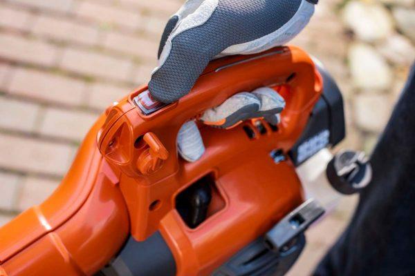 Leaf Blowers Ireland Husqvarna 125B 125BVX hand-held leaf blower and vacuum ergonomic controls
