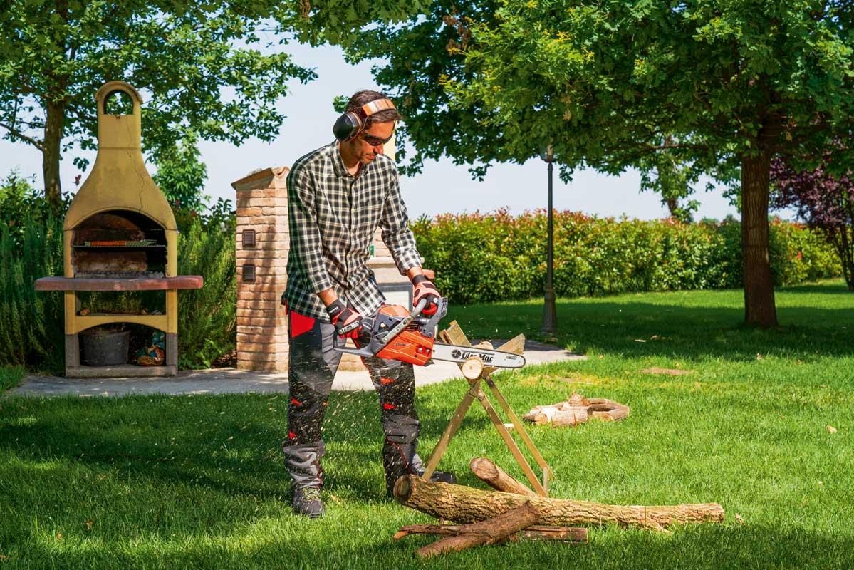 Oleo Mac GSH400 Petrol chainsaw for cutting logs