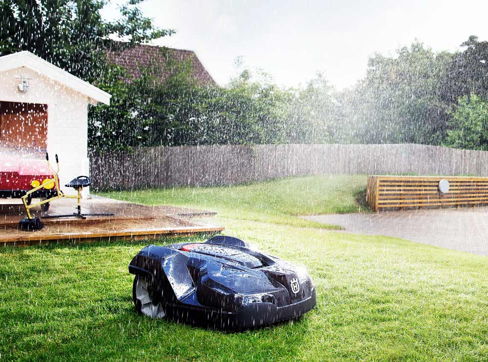 Husqvarna Automower Cuts in the Rain Weatherproof